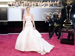Jennifer Lawrence - Le Red Carpet de la 85eme Cérémonie des Oscars 003