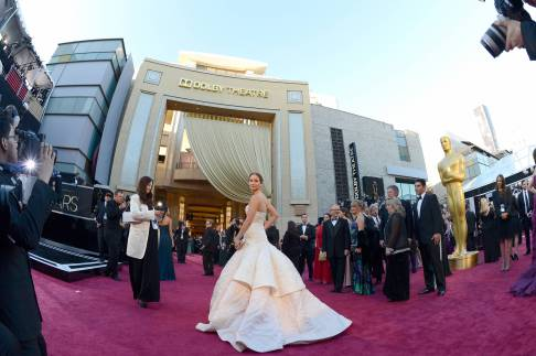 Jennifer Lawrence - Le Red Carpet de la 85eme Cérémonie des Oscars 016