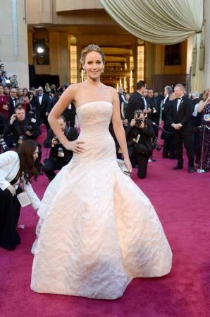 Jennifer Lawrence - Le Red Carpet de la 85eme Cérémonie des Oscars 017