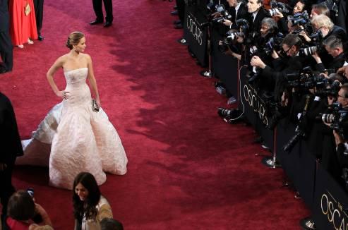 Jennifer Lawrence - Le Red Carpet de la 85eme Cérémonie des Oscars 018