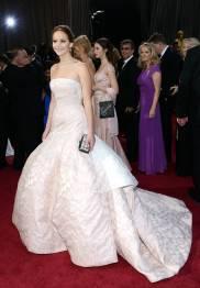 Jennifer Lawrence - Le Red Carpet de la 85eme Cérémonie des Oscars 021