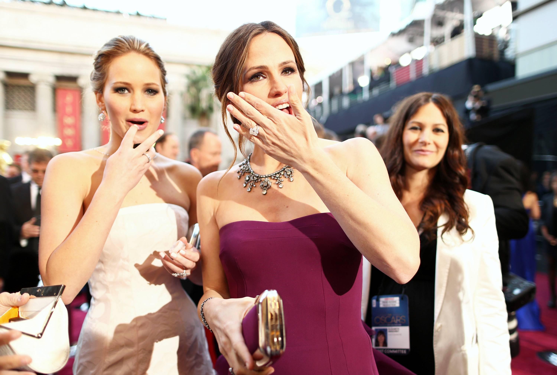 Jennifer Lawrence - Le Red Carpet de la 85eme Cérémonie des Oscars 024