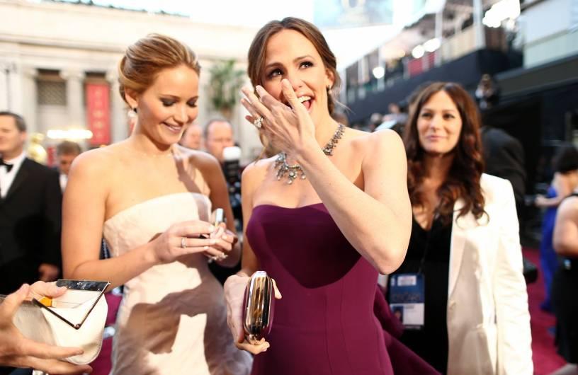 Jennifer Lawrence - Le Red Carpet de la 85eme Cérémonie des Oscars 025