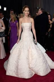 Jennifer Lawrence - Le Red Carpet de la 85eme Cérémonie des Oscars 031