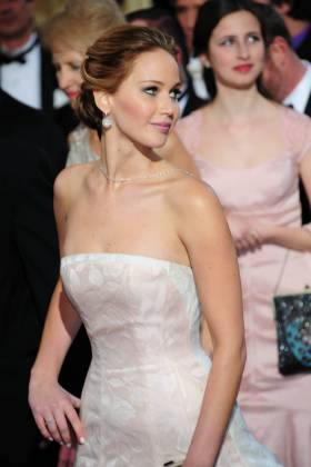 Jennifer Lawrence - Le Red Carpet de la 85eme Cérémonie des Oscars 034