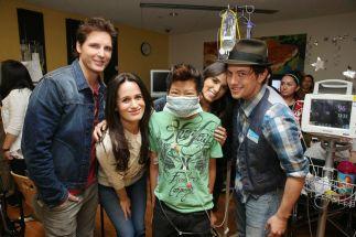 Le cast de Breaking Dawn à l'hopital des enfants