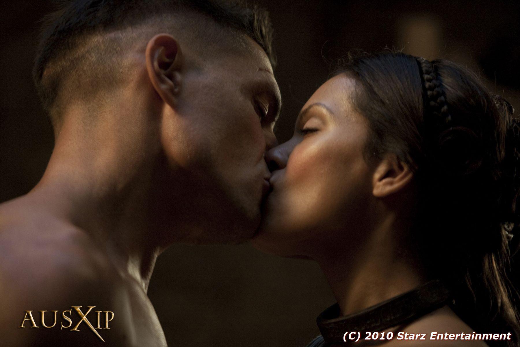 Neavia et Crixus - Spartacus - Le Sang des Gladiateursus