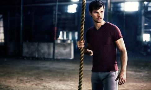 Taylor Lautner pour Bench 02