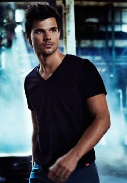 Taylor Lautner pour Bench 05