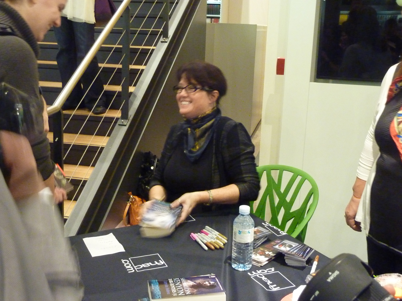 Sherrilyn Kenyon - Paris - 14-09-13 - 065