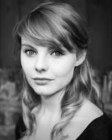 Laoghaire MacKenzie (Nell Hudson)