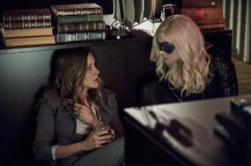 Arrow - S02E17 - Laurel et Sara Lance