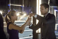 Arrow - S02E20 - Oliver et Felicity