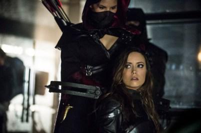 Arrow - S02E23 - Nyssa et Isabel