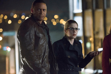 Arrow - S02E22 - Diggle et Felicity