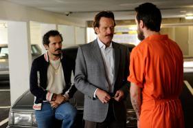 Emir Abreu (John Leguizamo) et obert Mazur (Bryan Cranston) dans Infiltrator