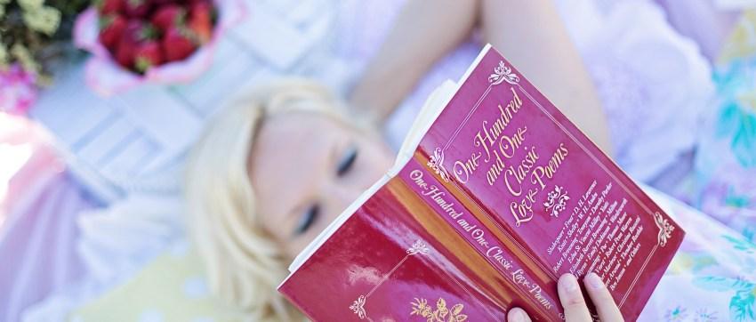 woman-reading-887274_1920