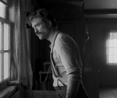 Robert Pattinson in director Robert Eggers THE LIGHTHOUSE. Credit : A24 Pictures