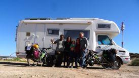 PN ISCHIGUALASTO (Valle de la luna) / Petite photo souvenir avec Silvina et Pablo, deux enseignants uruguyens partis sur les routes d'Amérique du Sud