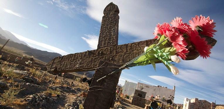 CACHI / Visite du cimetière