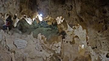 LIPEZ / Galaxia, une grotte autrefois sous-marine dont les algues sont pétrifiées