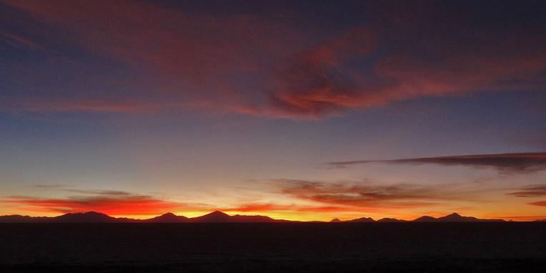 SALAR / Coucher de soleil sur le volcan Tunupa