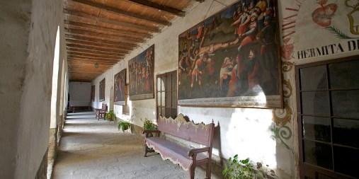 COCHABAMBA / Couvent Santa Teresa - Les couloirs du cloitre sont couverts de peintures qui pourraient avoir été peintes par Dali himself lors de son voyage en Bolivie