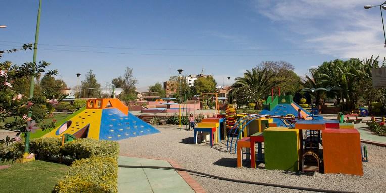 COCHABAMBA / Parc public où les enfants se défouleront pendant toute la matinée