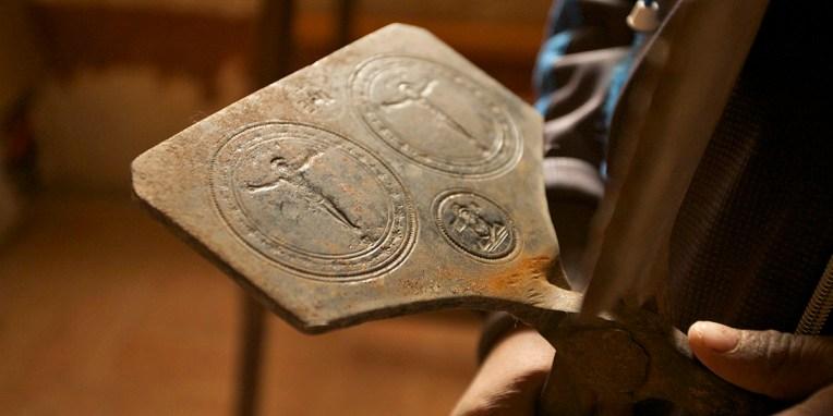 CURAHUARA DE CARANGAS / Chapelle Sixtine - Presse pour marquer les osties