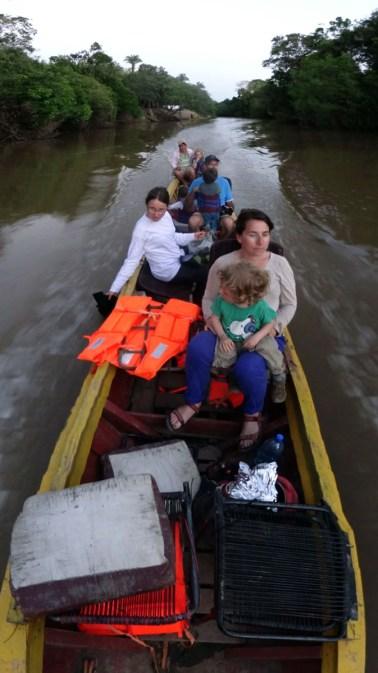 PN MADIDI / Dans la pampa : david initie Anna au pilotage d'une lancha