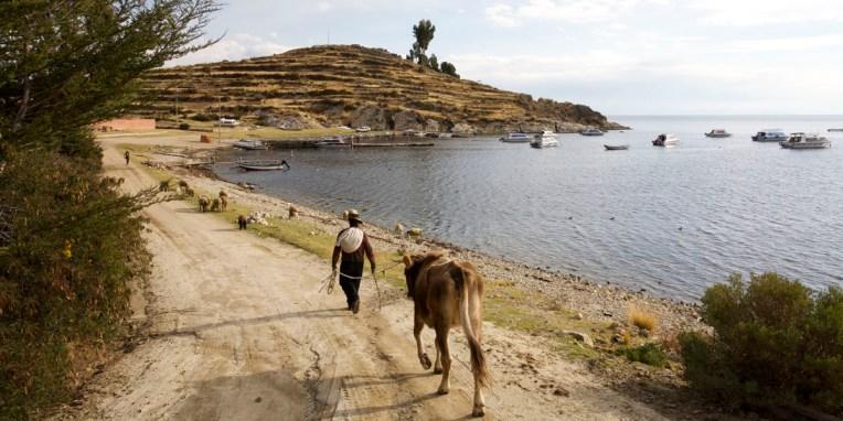 LAC TITICACA / Port de Yampaputa où nous prendrons le bateau pour nous rendre sur l'isla del sol