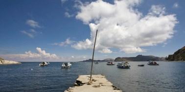 LAC TITICACA / Port de Yampaputa et l'isla del sol en dernier plan