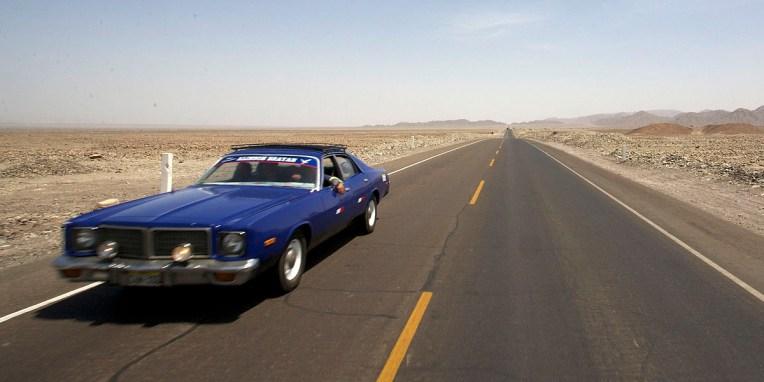 Vers NASCA / La Panamericaine, colonne vertebrale routiere de tout le continent Américain, de l'Alaska à l'île de Chiloe au Chili