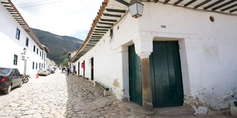 VILLA de LEYVA / Une double porte qui devrait vous en rappeler une autre à Molinos en Argentine