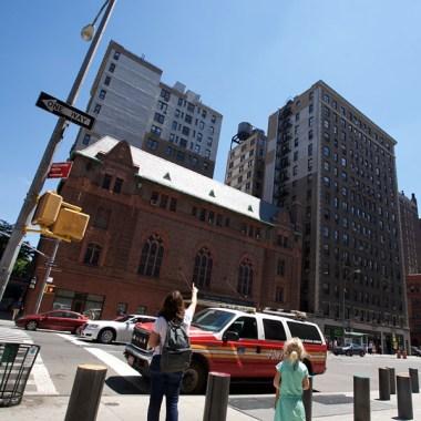 NYC / Question d'Anna : pourquoi y a-t-il ces citernes en bois sur les toits des immeubles new-yorkais ? J'imagine pour augmenter la pression dans les canalisations