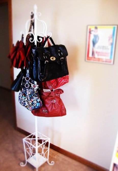 cabideiro-para-organizar-suas-bolsas