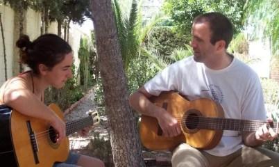 2007'X. Murcia. Ensayando con Pablo la parte de guitarra eléctrica de La Mitad del Camino