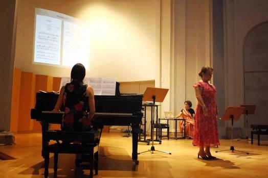Isabel García López and María Silvera singing Procesión