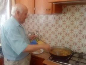 2009'VI. El abuelo cocinando gazpachos manchegos