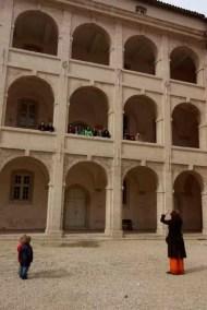 Voces Bravas en Marsella - cantando en el hospicio