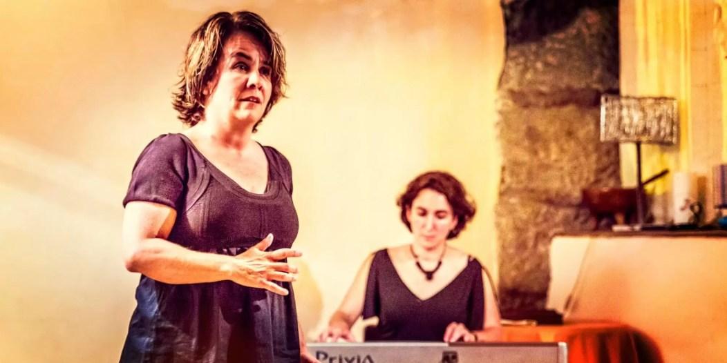 Isabel García y Sonia Megías en 'Procesión'