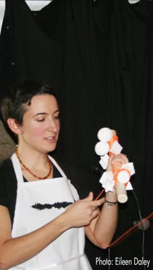 2011'XI'17. I MONO+GRAPHIC. Explicando 'The time in a thread'
