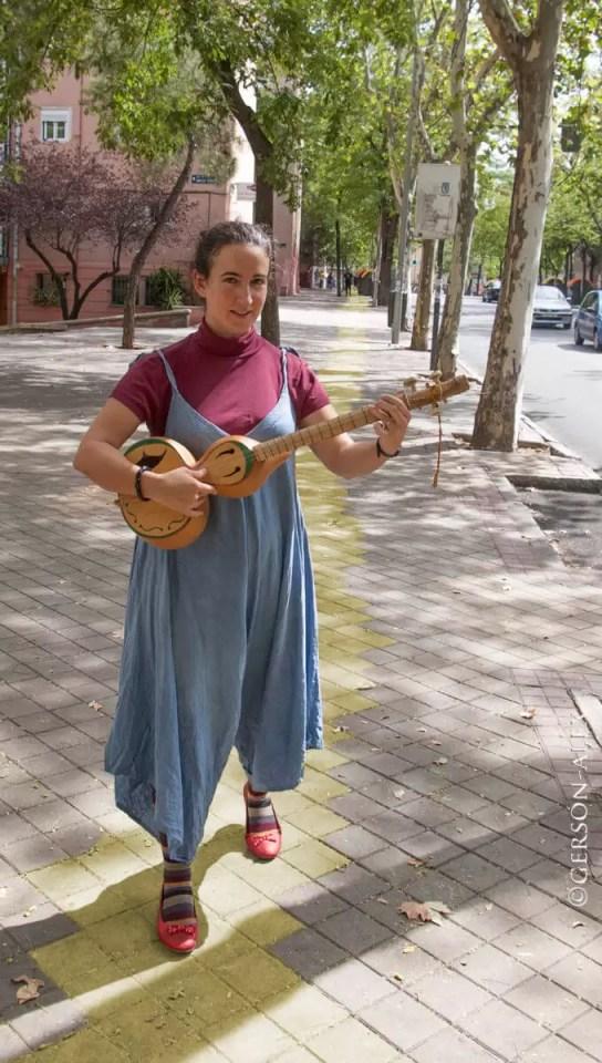 2017'IX. Madrid. Sonia con los zapatos de Dorothy - foto de Gerson de Sousa