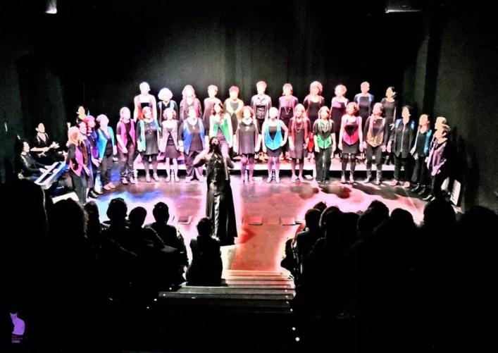 2017'XII'15. Coro Entredós en el Teatro del Barrio - con otro color (foto: Ela R que R)