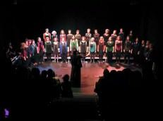 2017'XII'15. Coro Entredós en el Teatro del Barrio - todas (foto: Ela R que R)
