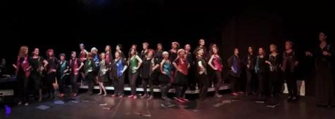 2017'XII'15. Coro Entredós en el Teatro del Barrio - baile (foto: Ela R que R)
