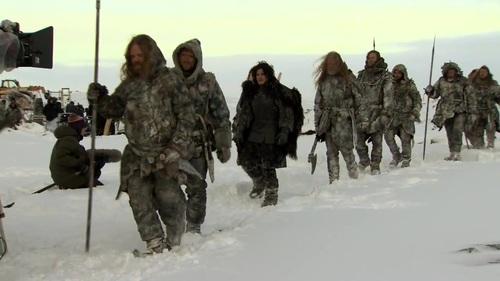 Jon Nieve con algunos salvajes