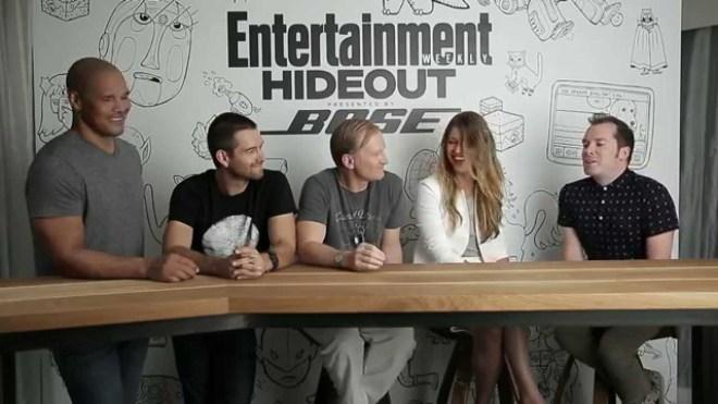 Protagonistas de Banshee dando una entrevista sobre la 3ªT