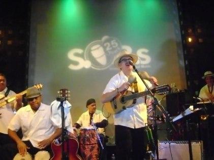 Sonido-Costeno-JuanMa-palying-maracas-singing-Sounds-of-Brazil-SOBs-NYC-club