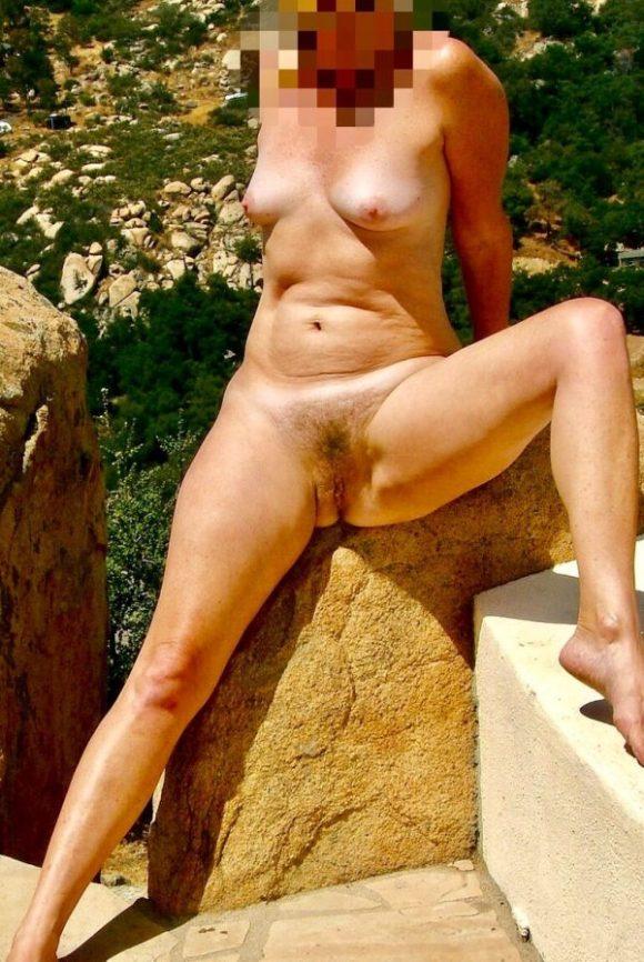 Eva har en härlig buske mellan benen